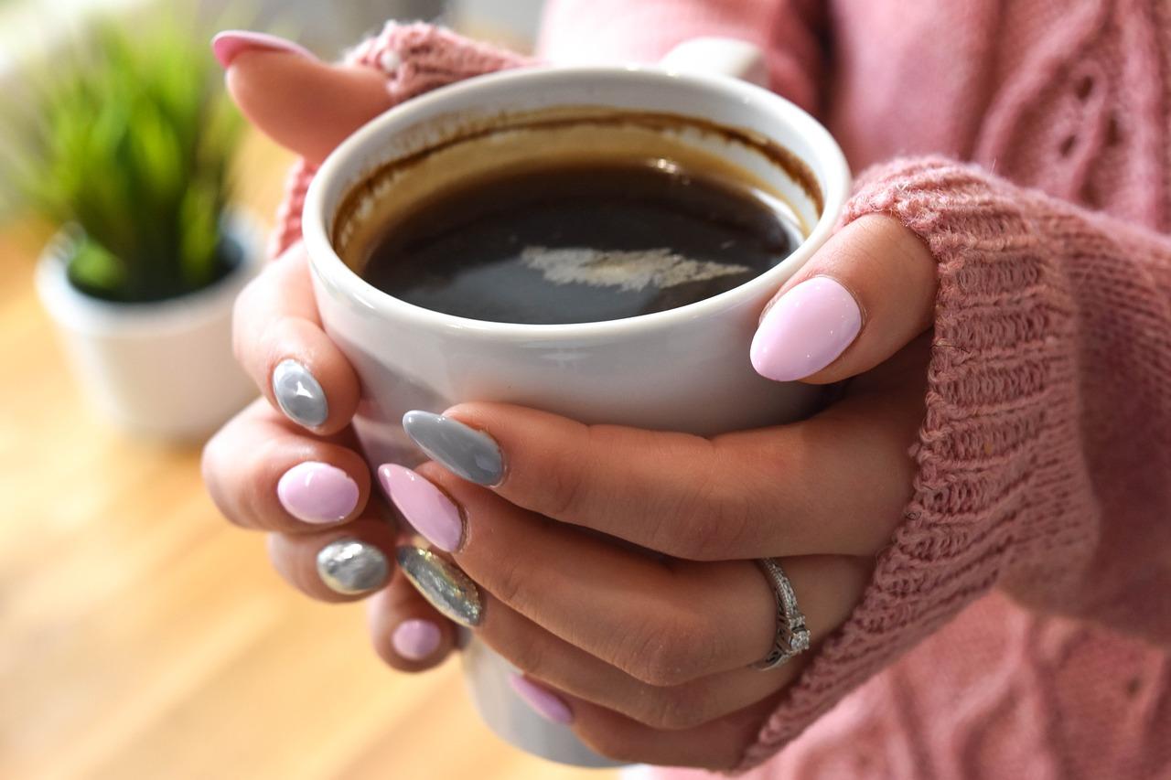 Odmrożone dłonie – jak nawilżać przesuszoną skórę rąk w okresie jesienno-zimowym?